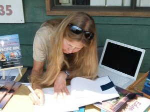 Signing books at the Port Alberni launch (photo D. Durocher)